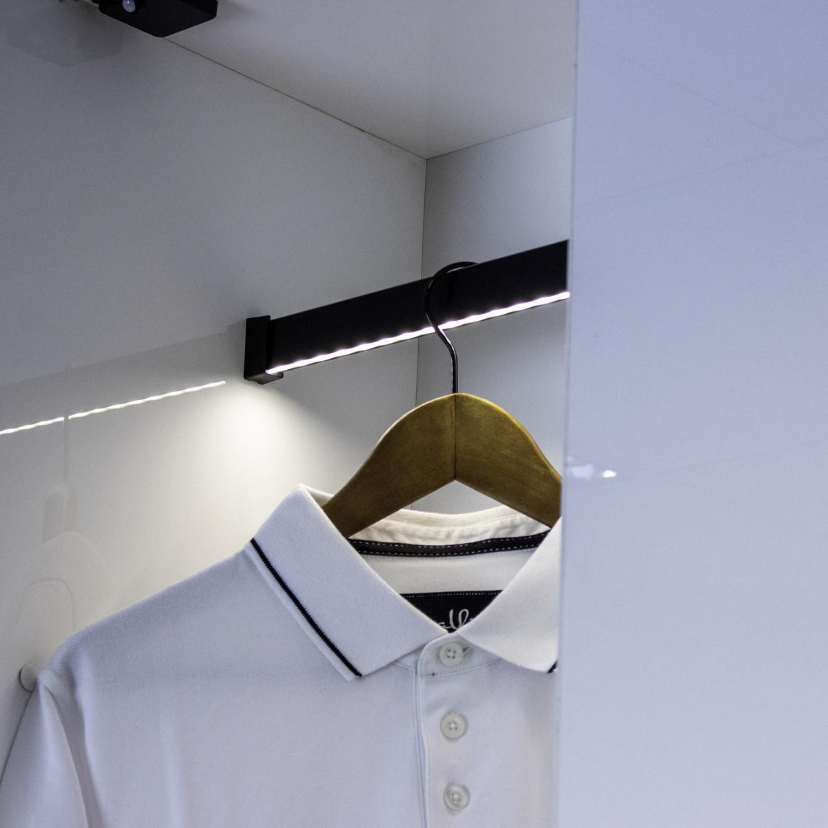 RELING SLIM prostokątny drążek do szaf i garderób w 2 kolorach aluminium i czarny z taśmą LED na wymiar (4).jpg