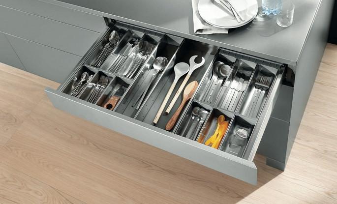Organizery do szuflad w kuchni